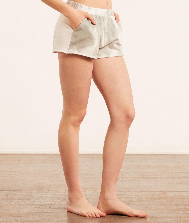 Batik-Shorts;${refinementColor}