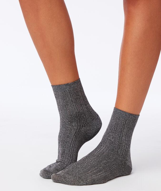 Chaussettes fibres métallisées argent.