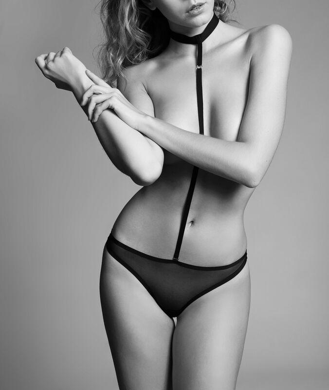 Body schwarz.