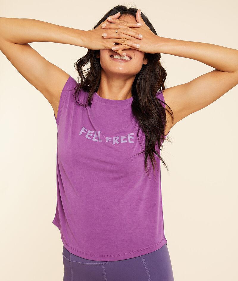 "T-Shirt mit kurzen Ärmeln ""feel free"";${refinementColor}"