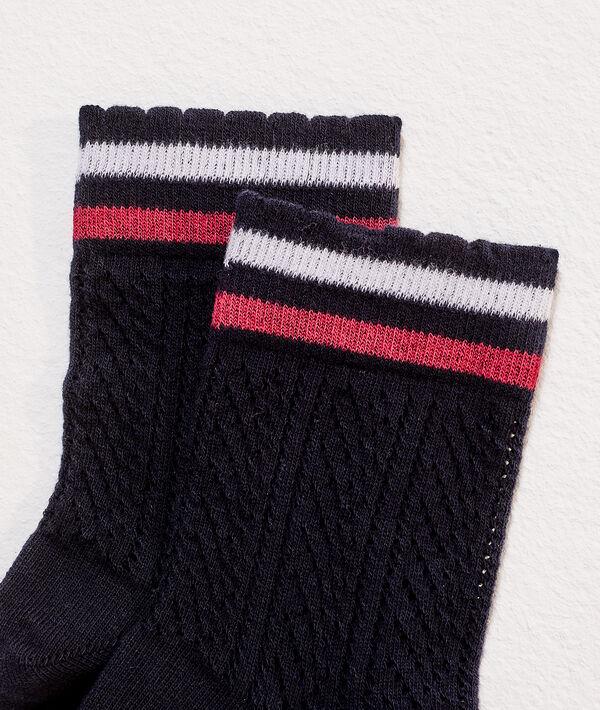 Socken im Pointelle-Stil