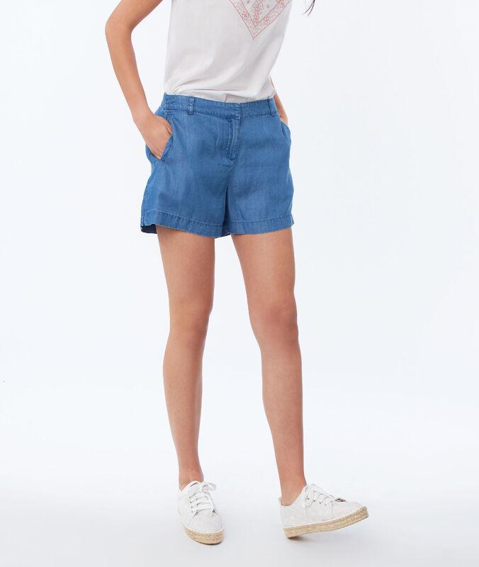 Shorts aus tencel® mittelblau verwaschen.