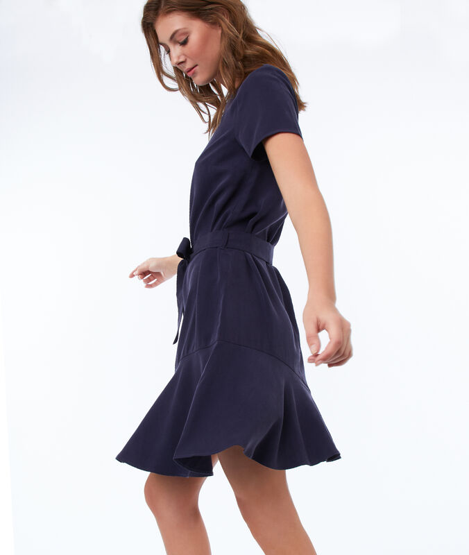 Einfarbiges kleid mit gürtel aus tencel® marineblau.