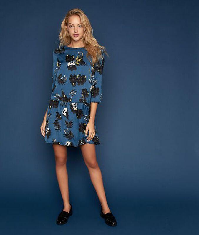 Ausgestelltes kleid mit floralem muster entenblau.