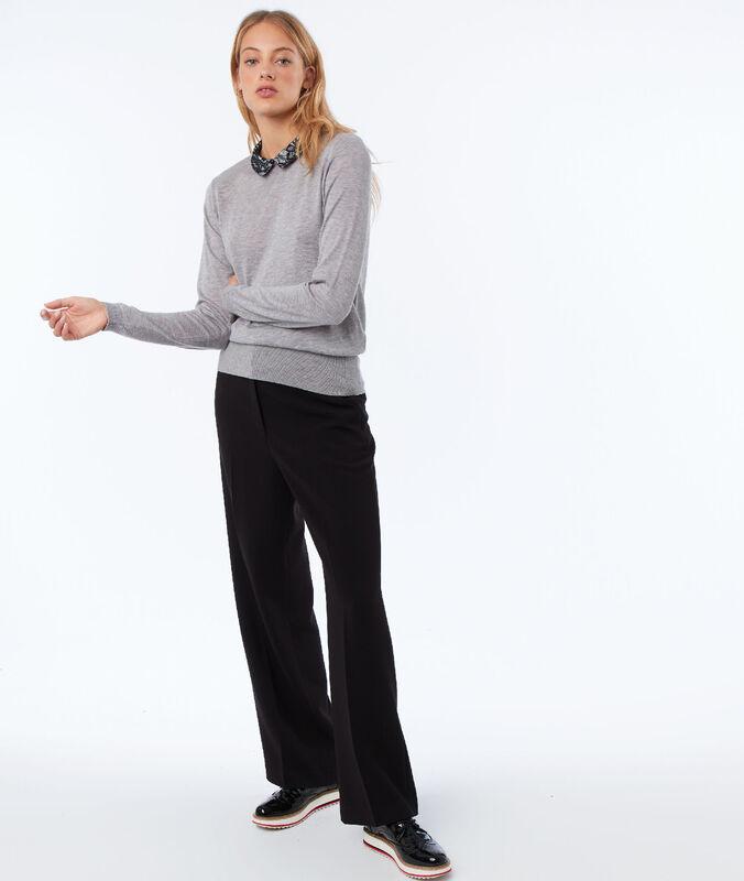 Pantalon large avec ceinture noir.