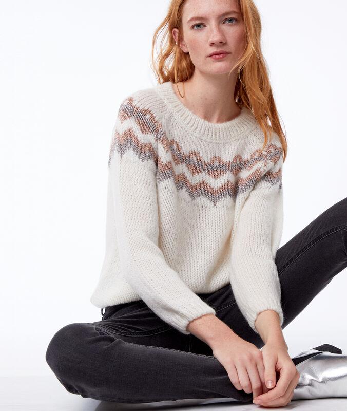 Pullover aus grobem strick mit metallic-fäden ecru.