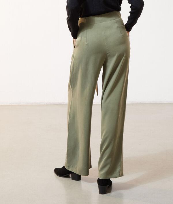 Weite Hose mit Gürtel