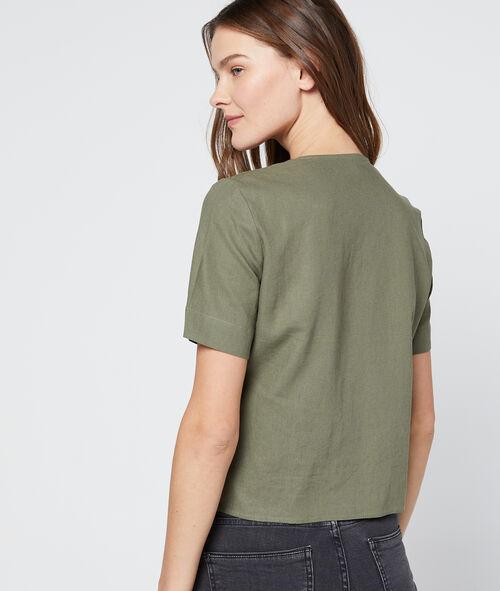 Kurze Bluse mit asymmetrischer Knöpfung