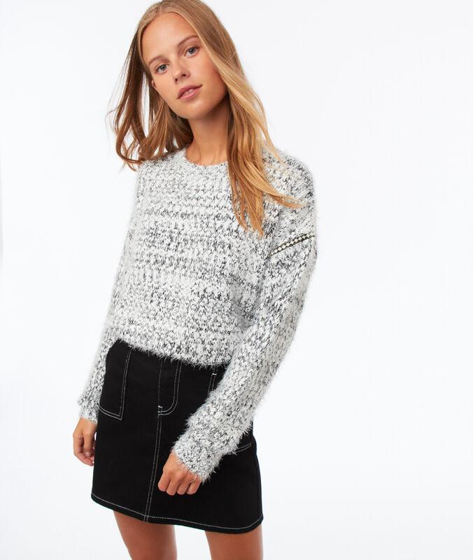 Pullover in flauschigem strick ecru.
